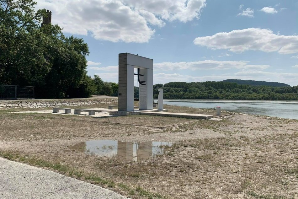 """Ilustračný obrázok k článku FOTO: Dunaj a Morava klesajú. Hrozí však, že Bratislavu """"zožerú"""" záplavové KOMÁRE"""