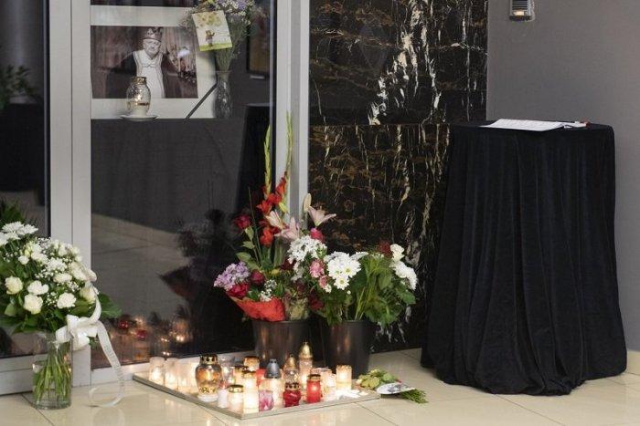Ilustračný obrázok k článku Pohreb Milana Lasicu bude len v kruhu najbližšej rodiny. Vyjadriť SÚSTRASŤ môžete na TOMTO mieste
