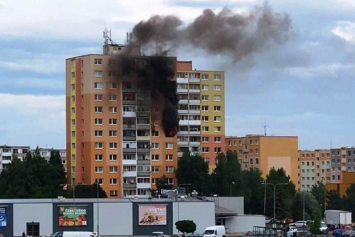 Ilustračný obrázok k článku Plamene zasiahli byt v popradskom paneláku: Zranilo sa niekoľko ľudí