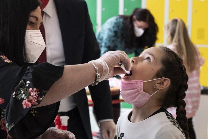 Ilustračný obrázok k článku ZMENA pre deti do 12 rokov: Nebudú sa musieť preukazovať negatívnym testom na COVID-19