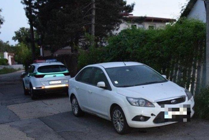 Ilustračný obrázok k článku Známosť cez internet sa nie vždy vypláca: Žena ukradla mužovi auto, kým vonku fajčil