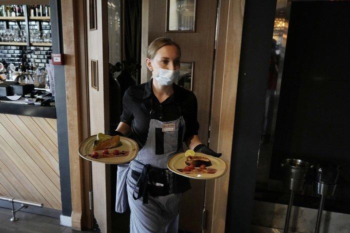 Ilustračný obrázok k článku Reštaurácie chcú predbehnúť Matoviča: OČKOVANÝM ponúkajú 10 % zľavy