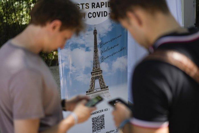Ilustračný obrázok k článku Francúzi PRITVRDILI: Do reštaurácie či vlaku sa ľudia dostanú LEN s covid pasom