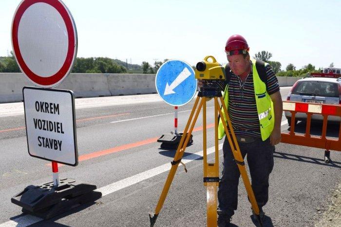 Ilustračný obrázok k článku Pri Trenčíne opravujú diaľničný most: D1 obmedzili aj blízko Nemšovej a Sverepca