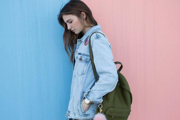 Ilustračný obrázok k článku Rodičia, nevyhadzujte oblečenie z mladosti. V novej módnej vlne chcú deti VAŠE veci!