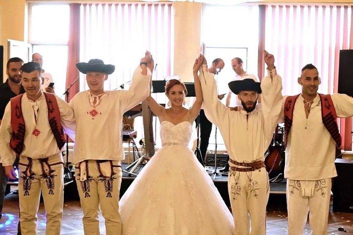 Ilustračný obrázok k článku Prekvapenie na svadbe: Nevestu čakalo parádne číslo od tanečníkov z Nitry, VIDEO