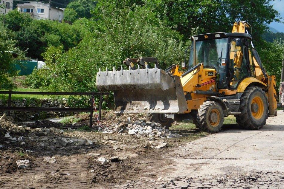 Ilustračný obrázok k článku Ťažko skúšanú Valaskú Belú plánujú rozkopať: Milióny eur majú ísť do kanalizácie
