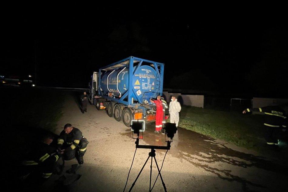 Ilustračný obrázok k článku Hrozí ďalšia ekologická katastrofa? Z cisterny unikli STOVKY litrov kyseliny!