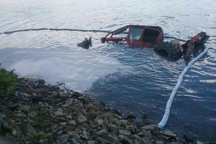 Ilustračný obrázok k článku Do vodnej nádrže sa zrútil traktor: Na Domaši boli v pohotovosti hasiči, FOTO