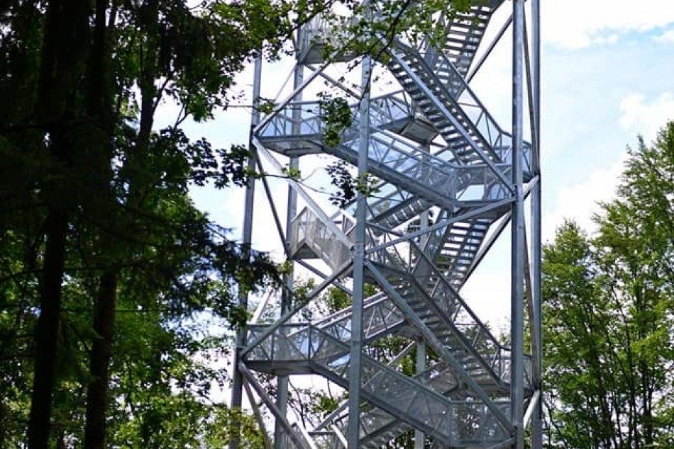 Ilustračný obrázok k článku Turisti už môžu obdivovať prírodu zo 40 metrov vysokej vyhliadkovej veže, FOTO