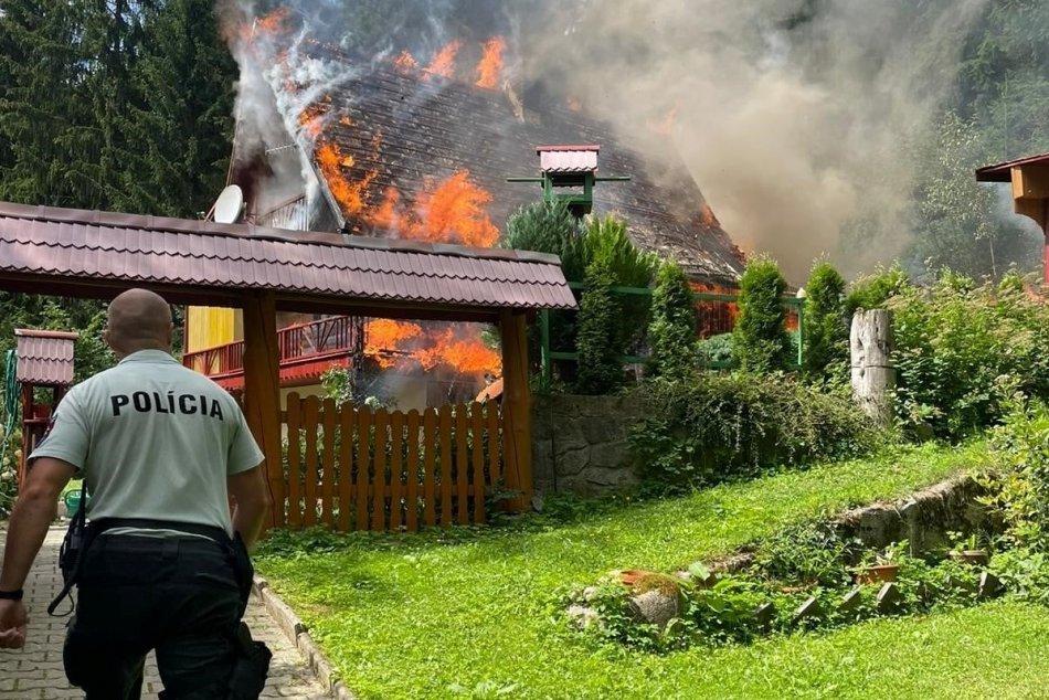 Ilustračný obrázok k článku Chata v plameňoch: Polícia vyšetruje, či ju zapálili úmyselne, FOTO