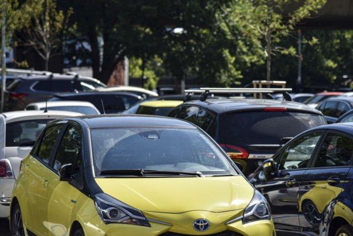 Ilustračný obrázok k článku Dočkajú sa Lučenčania nových ciest a parkovísk? Mesto plánuje rekonštrukciu v 2 vnútroblokoch