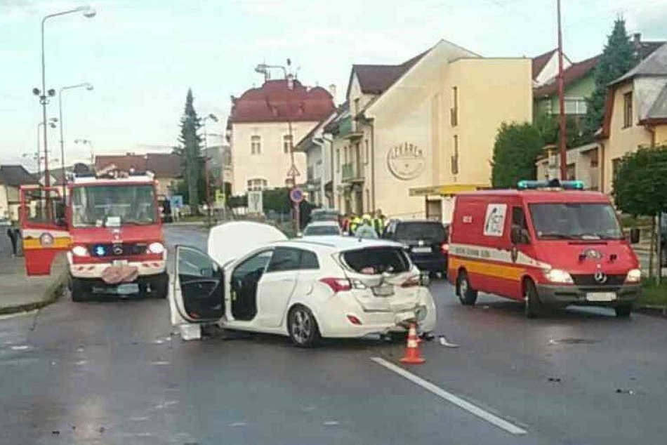 Ilustračný obrázok k článku Zrážka troch áut v Nitrianskom Pravne: Cesta uzavreli, jeden zranený, FOTO