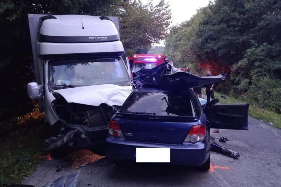 Ilustračný obrázok k článku Smrteľná dopravná nehoda: Zrážku auta s dodávkou neprežil 20-ročný vodič, FOTO