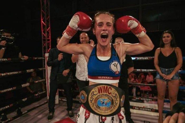 Ilustračný obrázok k článku Ohromný úspech bojovníčky bystrickej DUKLY: Chochlíková je majsterkou sveta v thajskom boxe