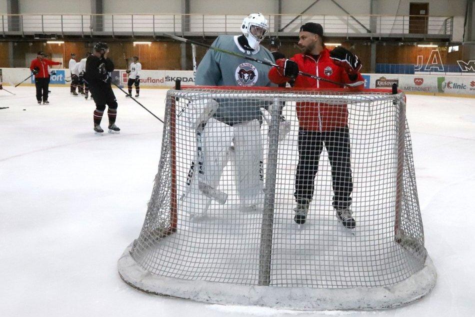 Ilustračný obrázok k článku Bystrickí hokejisti začali prípravu na ľade: Surový prehovoril o novej výzve, FOTO