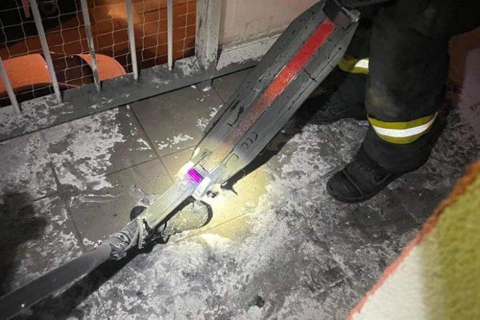 Ilustračný obrázok k článku Netradičný zásah hasičov: Na balkóne horela kolobežka!