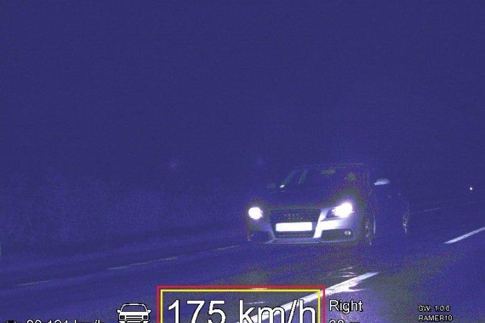 Ilustračný obrázok k článku Nočná jazda ju vyšla draho: Cestná pirátka letela rýchlosťou 175 km/h!