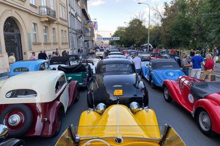 Ilustračný obrázok k článku Veľká PARÁDA v centre Bratislavy: Zaparkuje tam viac ako 100 nablýskaných VETERÁNOV