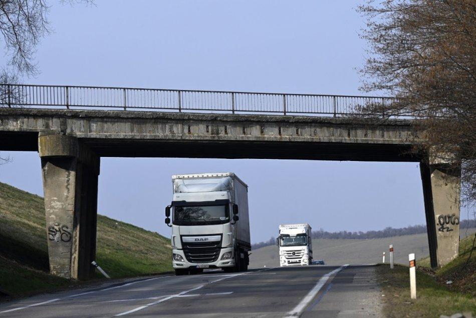 Ilustračný obrázok k článku Most v obci Chocholná-Velčice úplne UZAVRÚ: Aké budú obchádzkové trasy? FOTO