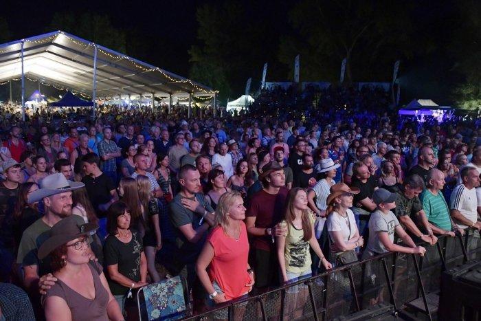 Ilustračný obrázok k článku Trenčianska hygiena to nepovolila: Obľúbený festival Lodenica je ZRUŠENÝ