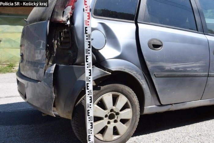 Ilustračný obrázok k článku Kuriózna nehoda: Deväťročný chlapček z Rožňavského okresu sadol za volant a nabúral