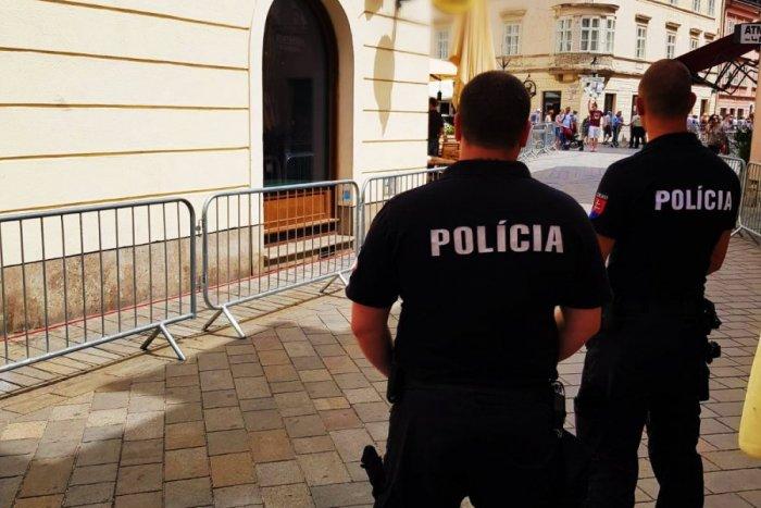 Ilustračný obrázok k článku V centre Bratislavy sa pobili dve ženy. Jedna z nich bola tehotná, druhá opitá