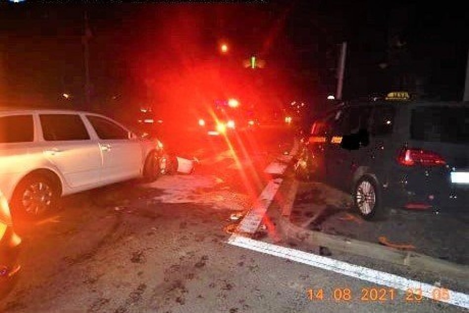 Ilustračný obrázok k článku Nehoda na hlavnej križovatke v Považskej Bystrici: Polícia žiada o pomoc, FOTO