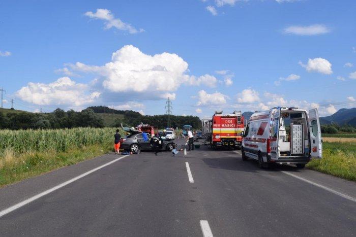 Ilustračný obrázok k článku Nehoda medzi Mikulášom a Hrádkom: Vodič BMW prešiel do protismeru, dvaja ťažko zranení