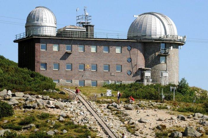 Ilustračný obrázok k článku Práce v náročnom teréne štartujú: Observatórium na Skalnatom Plese potrebuje opravu