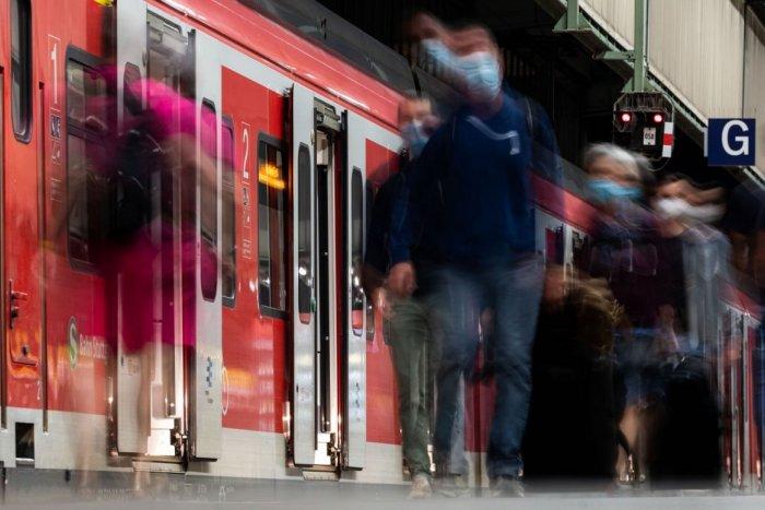 Ilustračný obrázok k článku Cestujete na trati Zvolen - Fiľakovo? Chýba tam niekoľko rušňovodičov