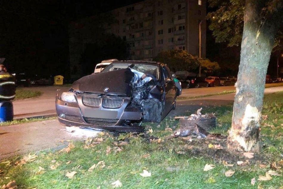 Ilustračný obrázok k článku Búračka v Michalovciach: Muža (30) zastavil až strom, FOTO