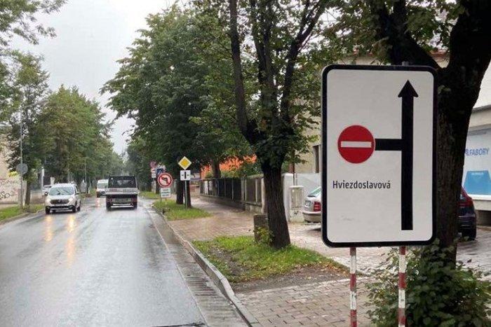 Ilustračný obrázok k článku Dopravné obmedzenie v Poprade: Tomuto úseku sa radšej na pár týždňov vyhnite