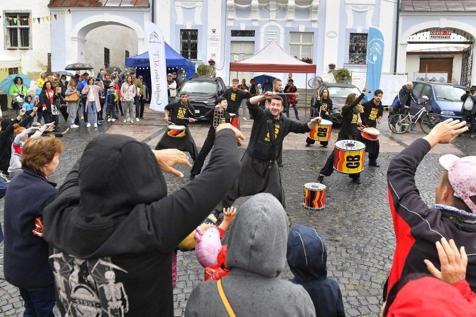 Ilustračný obrázok k článku 40. ročník Kremnických gagov je za nami: Návštevníkov neodradil ani dážď, FOTO