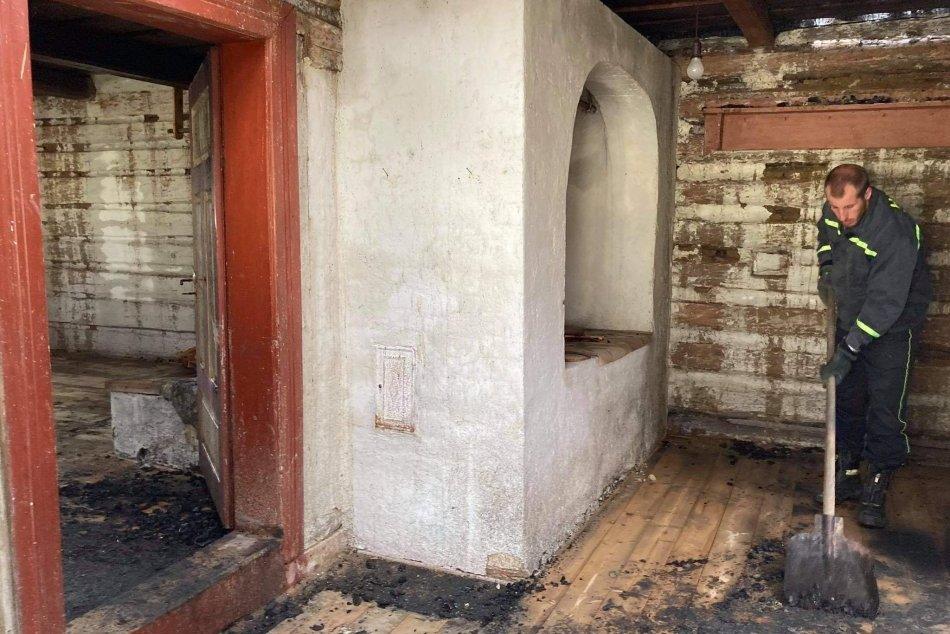 Ilustračný obrázok k článku Pamiatku na Liptove zachvátili plamene: Ako je na tom Hálova drevenica po požiari? FOTO