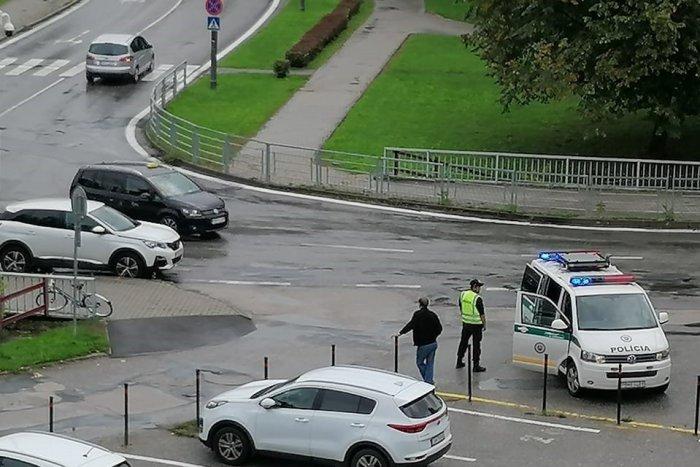Ilustračný obrázok k článku Rizikové miesto v Považskej: Zrážka auta s bicyklom, žena utrpela ťažké zranenia