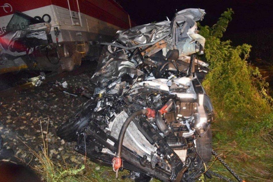 Ilustračný obrázok k článku TRAGICKÁ zrážka s vlakom: Vodič nemal šancu, z auta zostala kopa šrotu