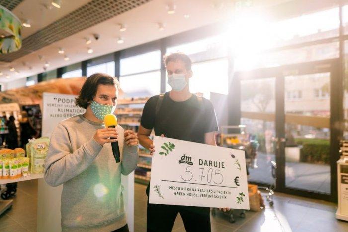 Ilustračný obrázok k článku dm podporila sumou takmer 6-tisíc eur lokálny projekt GREENHOUSE – verejný skleník v Nitre