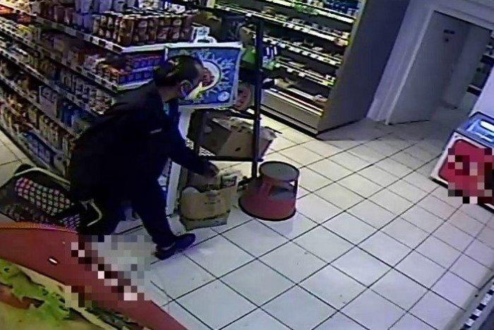 Ilustračný obrázok k článku Alkohol a cigarety za stovky eur: Bratislavskí policajti vyšetrujú krádež, neviete o nej niečo?