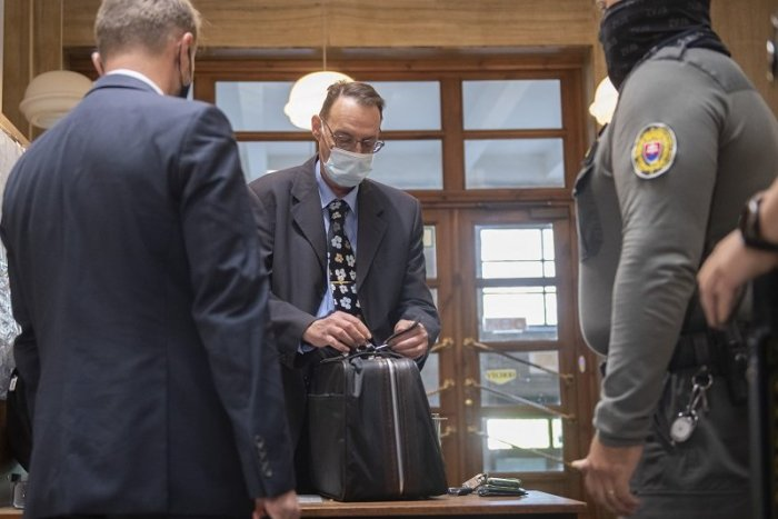Ilustračný obrázok k článku Na súde s Dobroslavom Trnkom vypovedal informatik, ktorý mu šifroval USB kľúč