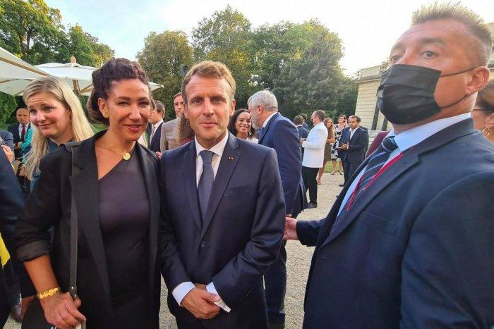 Ilustračný obrázok k článku Nicholsonovej sa PRIHOVORIL francúzsky prezident: Ste z krajiny kde premiéra strihá dcéra?