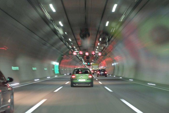 Anschauungsbild zum Artikel Wie überlebt man eine Tunnelfahrt?  VERMEIDEN Sie diese häufigsten Fehler!