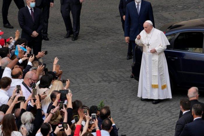 Ilustračný obrázok k článku Naplní sa kapacita štadióna? Záujem o podujatia s pápežom nedosahuje očakávania