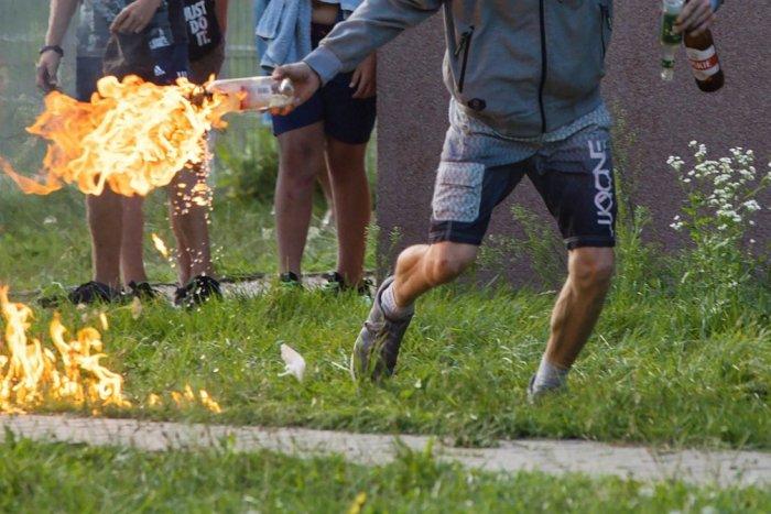 Ilustračný obrázok k článku V Dunajskej Strede vyčíňal vandal: Do školy hodil molotovov koktail!