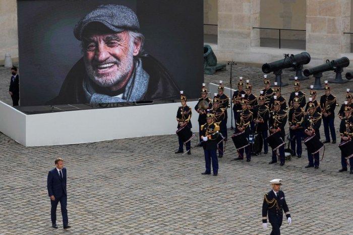Ilustračný obrázok k článku Posledná rozlúčka s maestrom: Francúzi odprevadili Belmonda do hereckého neba, FOTO