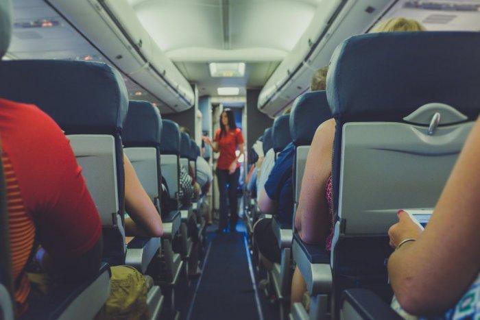 """Ilustračný obrázok k článku DRÁMA dovolenkárov v lietadle: Slovenka urobila """"scénu"""" kvôli rúšku. VYSADILI ju!"""