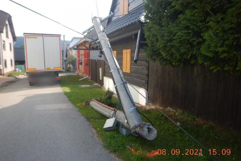 Ilustračný obrázok k článku Na Horehroní došlo ku kurióznej nehode: Viacero domov zostalo bez elektriny, FOTO