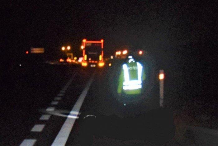 Ilustračný obrázok k článku Tragédia na diaľnici pri Trenčíne: Chodec po zrážke s kamiónom nemal šancu