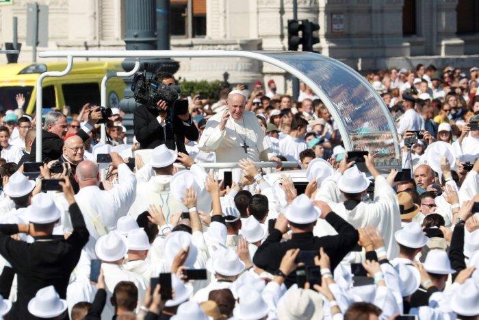 Ilustračný obrázok k článku Chystáte sa na pápeža? NEZABUDNITE, bez týchto dvoch vecí vás otočia domov!