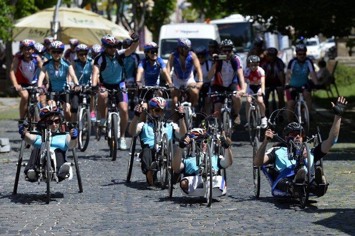Ilustračný obrázok k článku Osobnosti na bicykloch jazdili v okolí Považskej: Na pomoc vyzbierali tisíce eur